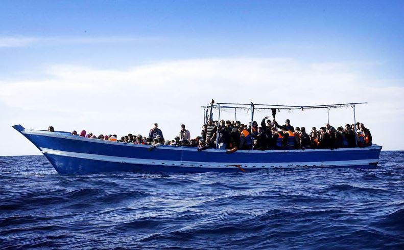 Νέο ναυάγιο με μετανάστες στη Μεσόγειο – Φόβοι για 400 νεκρούς